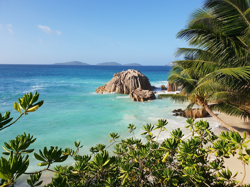 la-digue-beach-seychelles
